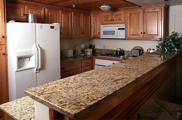 Kitchen countertops toronto by stone masters for Kitchen countertop options pictures